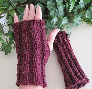 Twist_mitts_burgundy_classic_wool_small2