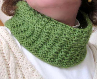 Lazy_afternoon_cowl_on_k_3_crop_small2