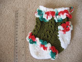 Ruffled_lace_baby_stocking_1_small2