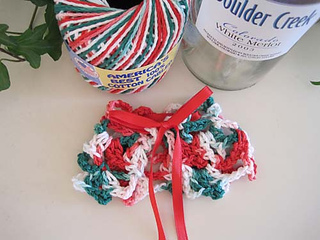 Christmas_capelet_cuff_w_ribbon_small2