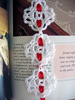Chain_of_love_bookmark_closeup_small2