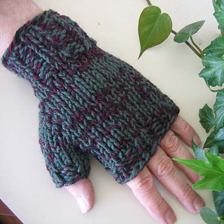Men_s_fingerless_mitts_on_m_1_small2