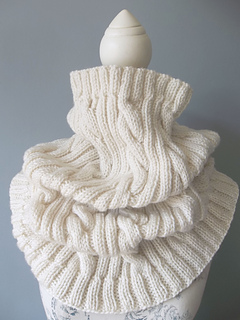 Aran_cable_cowl_small2