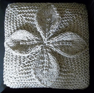 Aran_flower_cushion_1_small2