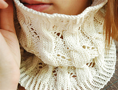 Cables_and_eyelets_cowl_2_small
