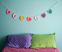 Be-mine-garland-wall-1024x852_small_best_fit