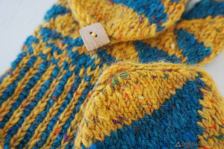 Fractal_mittens_detail_small2