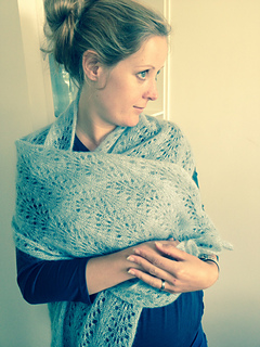 Ravelry feather and fan short scarf pattern by kelly faller dorineb dt1010fo