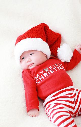 Ravelry  Newborn Baby Santa Hat pattern by Doris Yu 7921f18058d