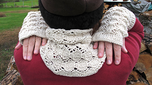 Cowl_and_mitts_img_4574_small_best_fit