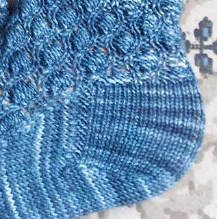 Cocoon_stitch_close_up_small2