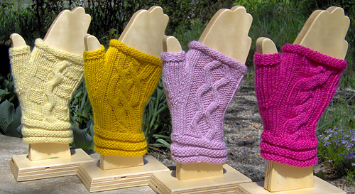 Cabled_mitts_all_1_medium