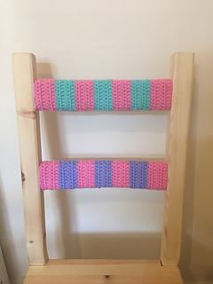 Pink_blue_green_crochet_chair_small2