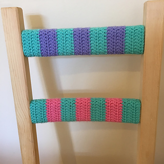 Blue_purple_pink_crochet_chair_small2