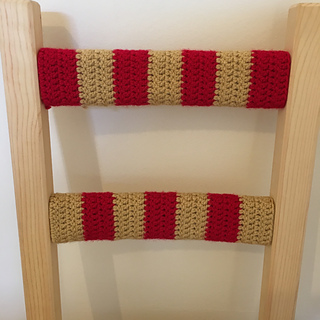 Red_and_gold_crochet_chair_small2