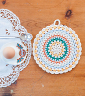 Crochet_home_-_simple_folk_circle_potholder_beauty_image_small_best_fit