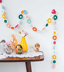Crochet_home_-_polka_dot_streamer_beauty_image_small