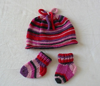 Aaavpinksockwoolhatandbooties_small_best_fit