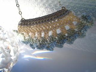 Robin_white_necklace_small2