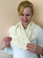 Feather_lace_cowl_4_c_small