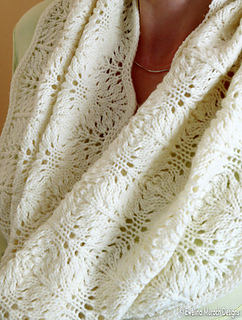 Feather_lace_cowl_5_c_small2