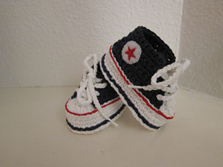 b7bf54480487 Ravelry  Baby Converse pattern by Suzanne Resaul