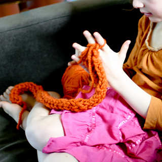 Knitting_together-2782-2_small2