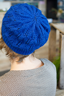 Blue_laurel_hat_crown_small2