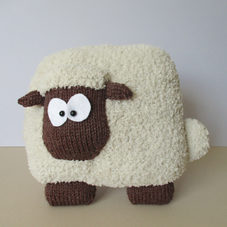 Sheep_cushion_img_3796_small2