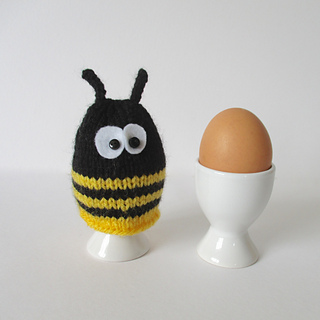 Bumble_bee_egg_cosy_img_5374_small2