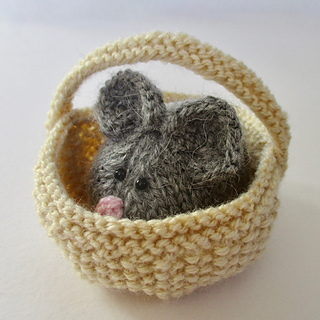 Squeaky_mouse_in_a_basket_img_3430_small2