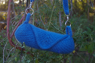 Blue_bag_of_happiness_knitting_pattern_on_ravelry_small2