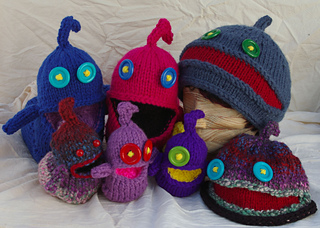 Astonished_aliens_little_large_toddler_and_adult_beanies_group_small2