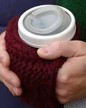 Cuppow_coffee_cozy_close_up_2_hands_small_best_fit