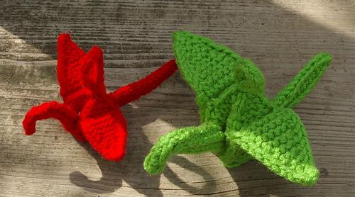 Firsr_crane_red__and_second_crane_green_medium
