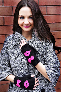 Be_my_valentine_fingerless_gloves_knitting_pattern_kiss_me_1_small2