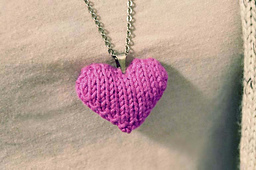 Pink_knitted_heart_necklace_2_small_best_fit