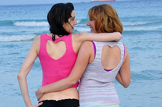 Heart_cut_out_heart_back_knitted_tank_top_knitting_pattern_1_small2