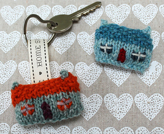 Brooch_and_key_ring_small2