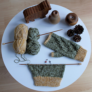 Scots_pine_gloves_making_process_small2