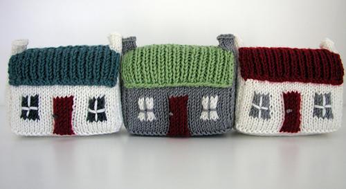 Row_of_three_mini_houses_medium