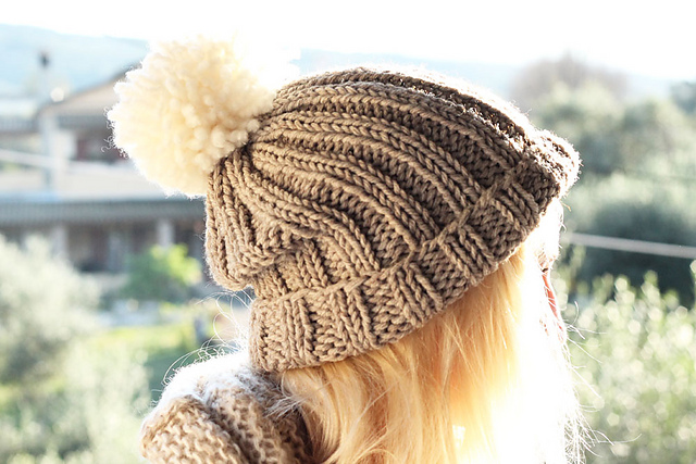 Ravelry Chunky Beanie Bobble Hat Pattern By Louise Bollanos