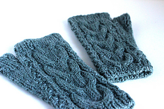 Cabled_fingerless_mitts_2_small2