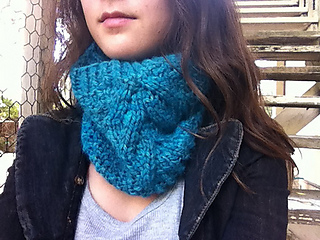 Airy_alpaca_cowl_3_small2