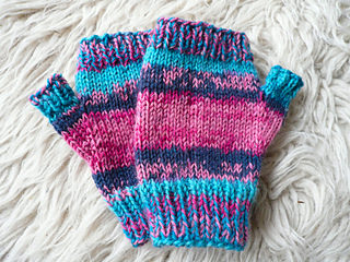 Penny_s_fingerless_gloves_small2