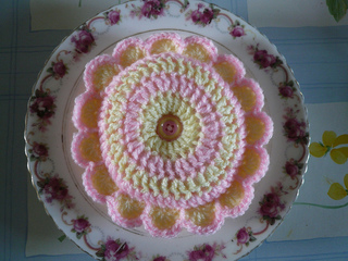 Pink_and_cream_daisy_pincushion_small2