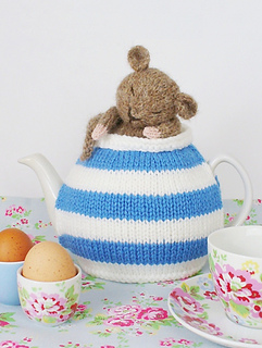 Cornish_dormouse_tea_cosy_by_debi_birkin_small2