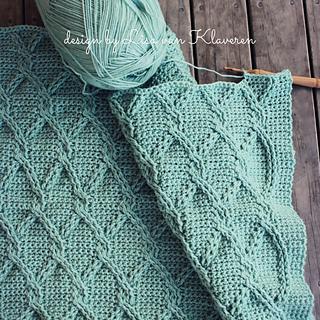 Ravelry Aran Green Cables Blanket Pattern By Lisa Van Klaveren