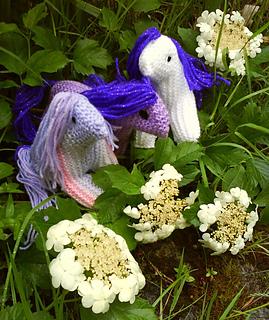 Ponies_white_rainbow_mauve1_dsc01392_small2