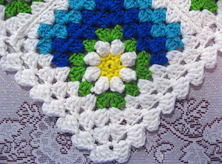 Mitered_summer_daisy_border_1_small2
